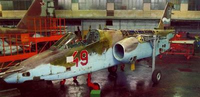 Су 25 в цехе 121-го авиаремонтного завода, Кубинка.