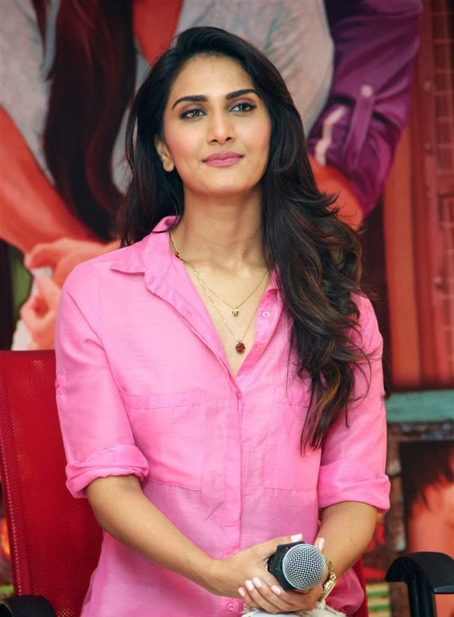Vaani Kapoor wardrobe malfunction nip slip upskirt pics