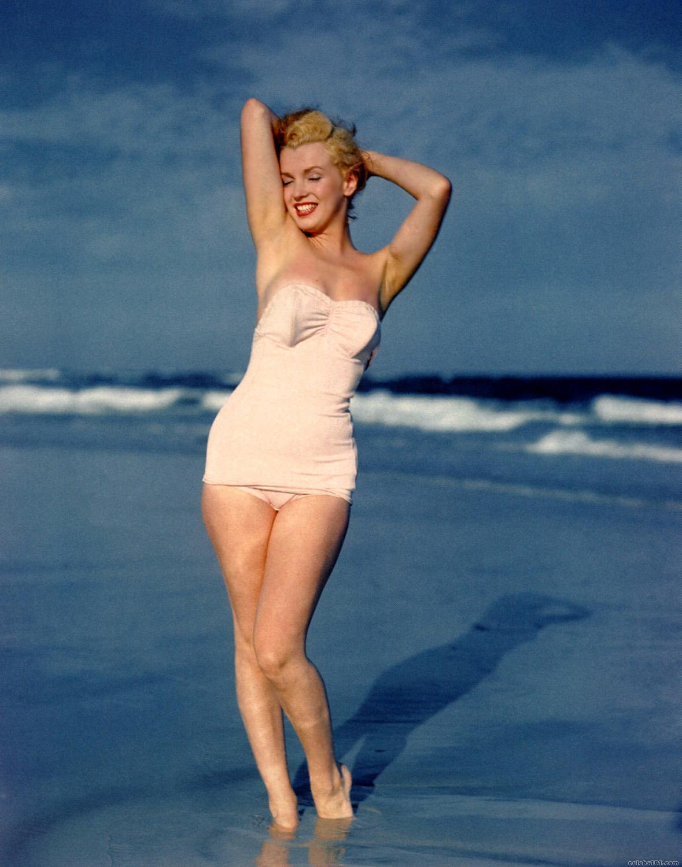 http://1.bp.blogspot.com/-mqX3EKrJL9o/TfJ6r_mJQ2I/AAAAAAAAFrk/ztE1_GBmDI0/s1600/Marilyn+Monroe+130.jpg