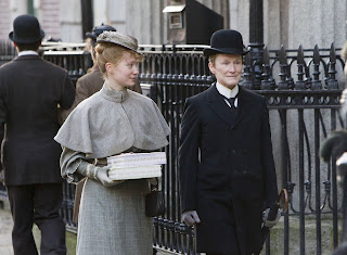 Albert-Nobbs-Mia-Wasikowska_Glenn-Close