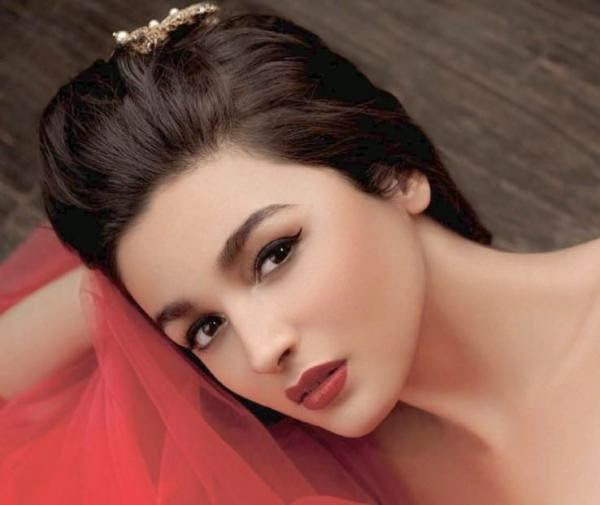 hot images of Alia Bhatt beautiful pics also