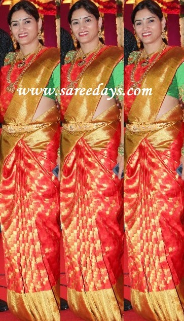 Latest saree designs red kanchipuram bridal silk saree checkout red kanchipuram bridal silk saree with zari work and zari border and paired with contrast green half sleeves blouse altavistaventures Image collections