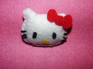 broche de fieltro de hello kitty