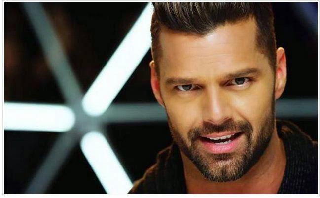 """Ricky Martin causa revuelo al publicar imagen """"haciendo cositas"""""""
