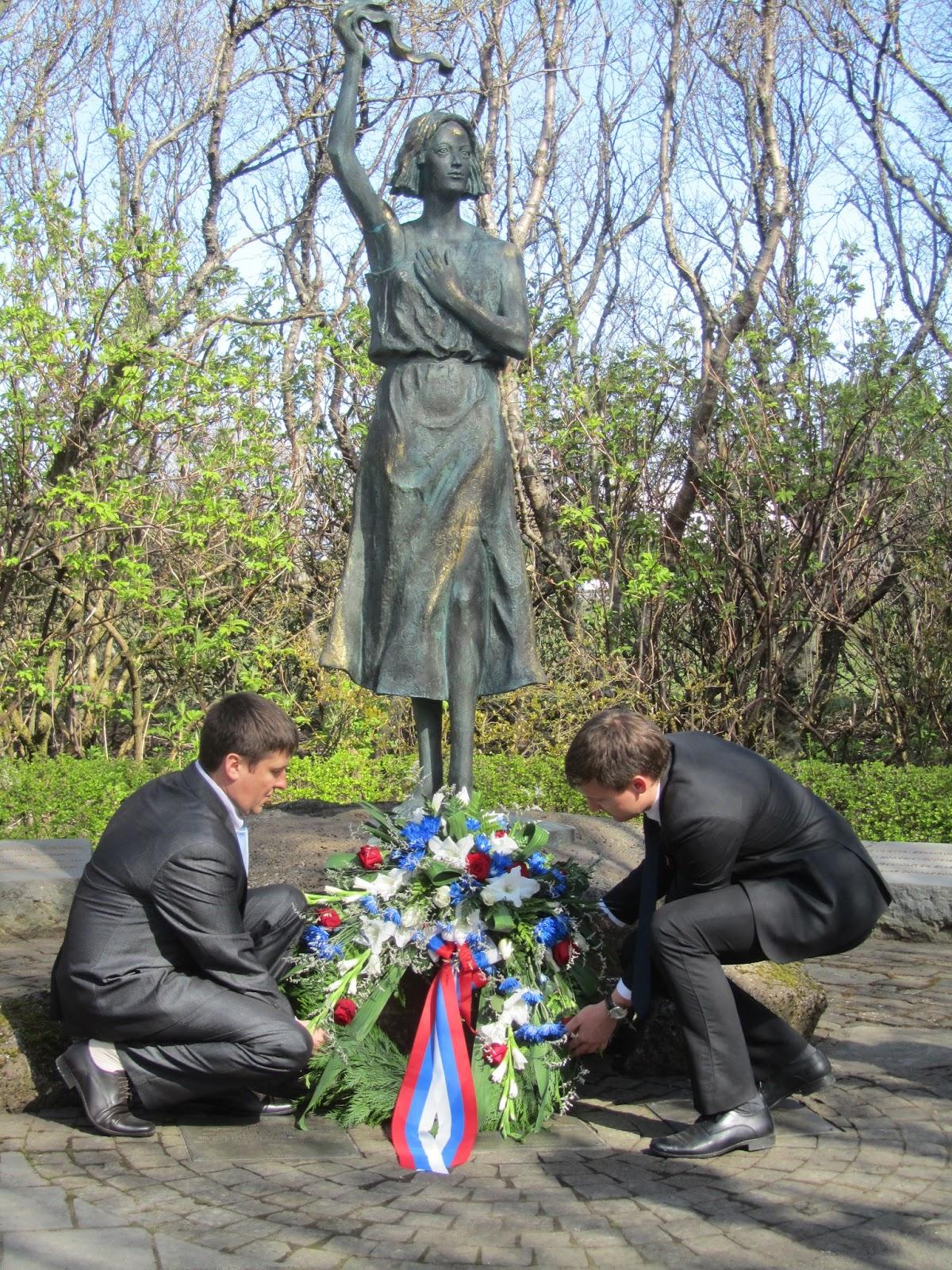 """9 мая - День Победы в Исландии! Возложение цветов к мемориалу """"Надежда"""", посвященному морякам Северных конвоев."""