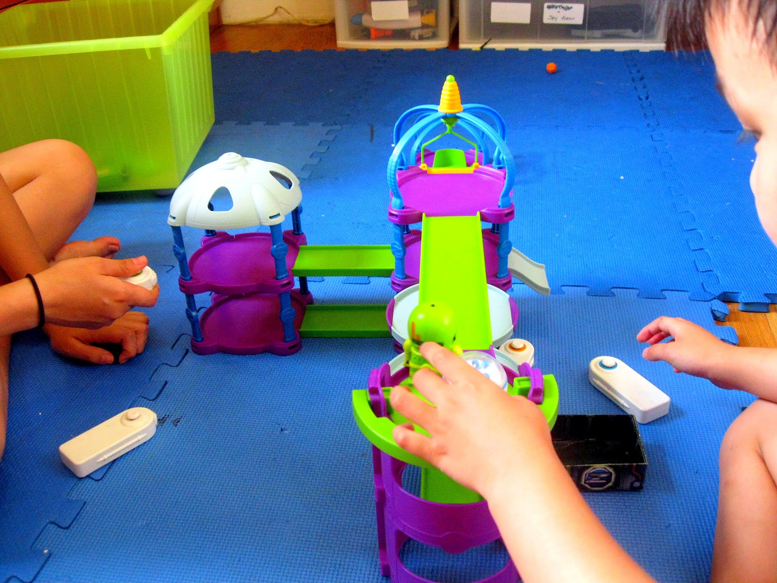 Does build and play and play and play great building set and even greater pretend play set imaginations will roll invest 29 99 tools think like a