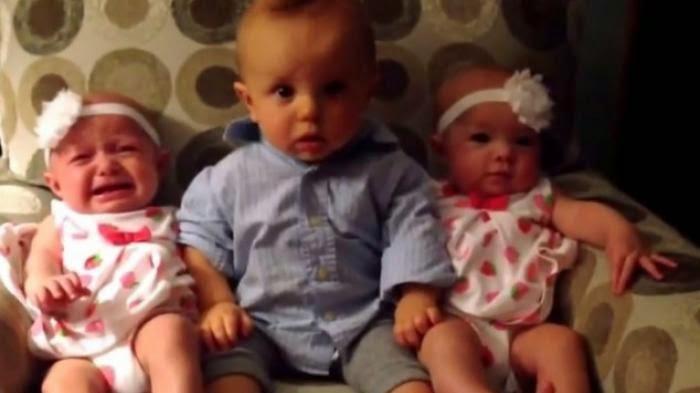 Ketika Bayi Cowok Bertemu Sepasang Bayi Cewek yang Kembar