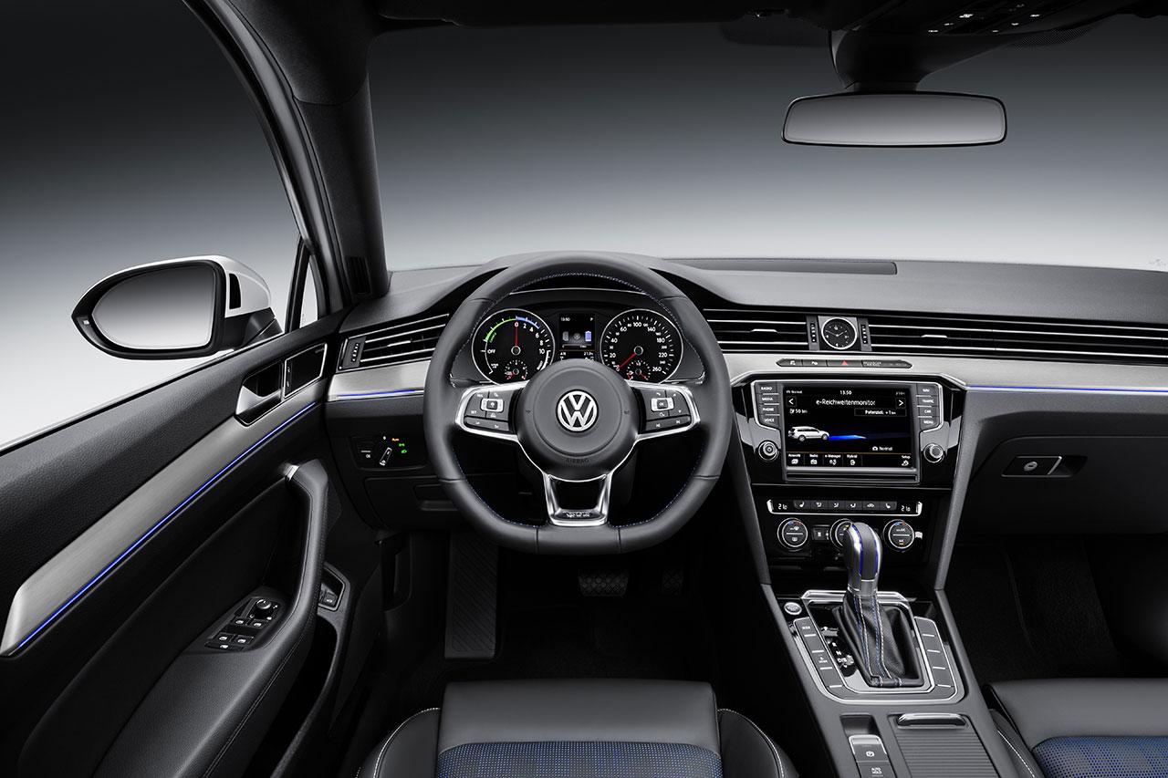 Volkswagen Passat GTE Plug-In Hybrid dash