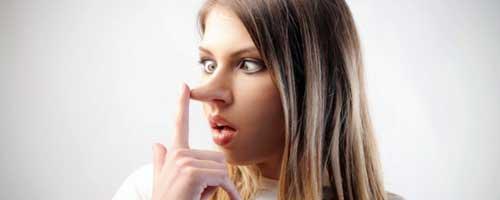 chica mentirosa con la nariz grande