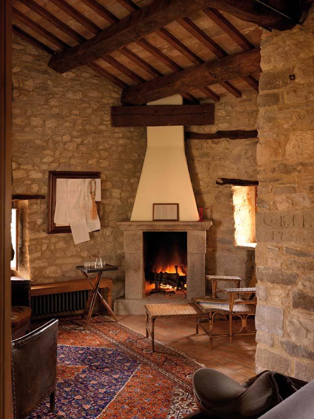casa rural en italia chimenea  en suite habitacion