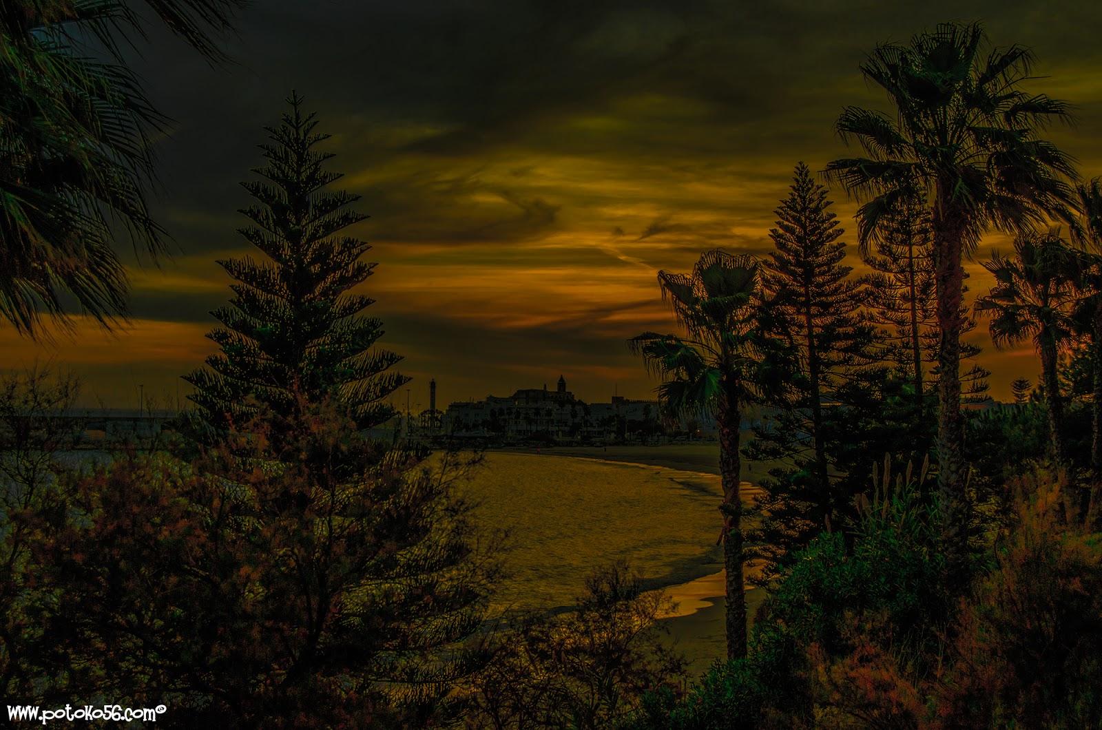 fotografía de ayer tarde llegando la noche por el paseo Rota