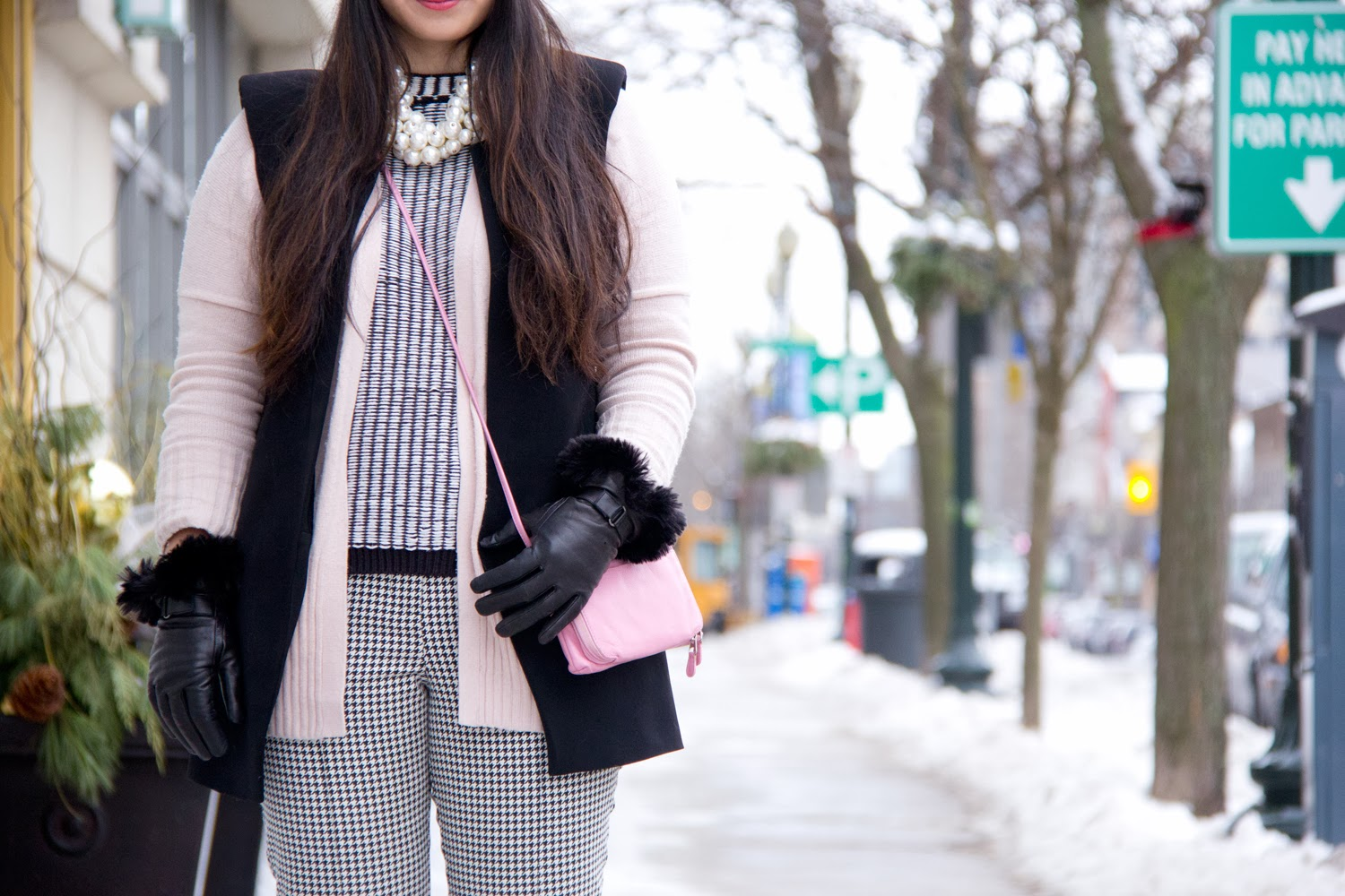 Street-Style, Layers, Black-and-White, Light-Pink-Cardigan, Le-Chateau-Gloves