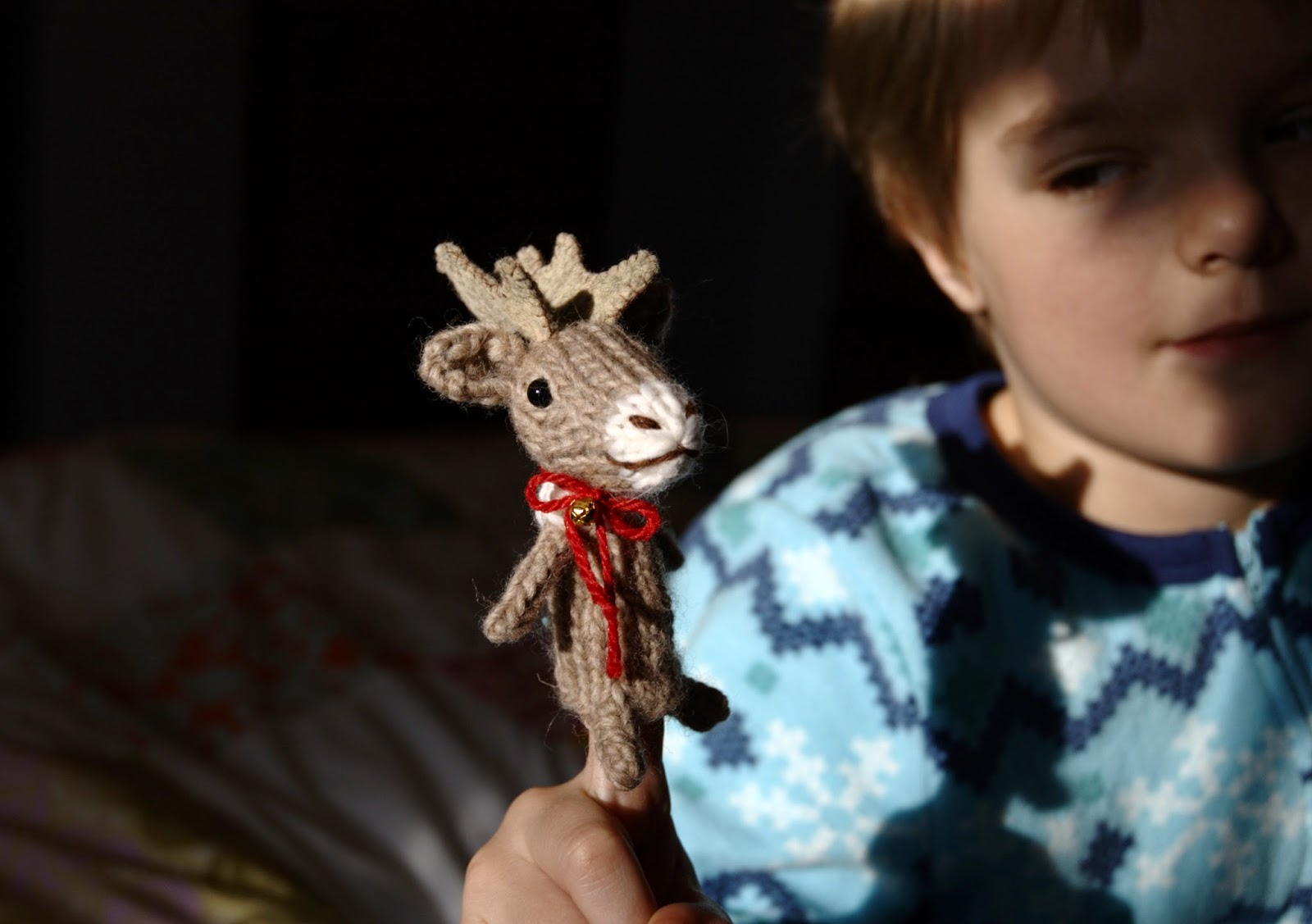 Fuzzy Thoughts: reindeer finger-puppet pattern