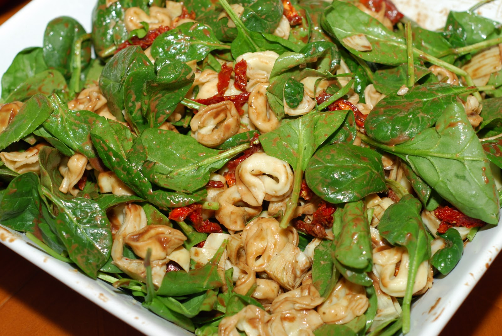 Bites: Tortellini Spinach Salad with Balsamic Tomato Vinaigrette