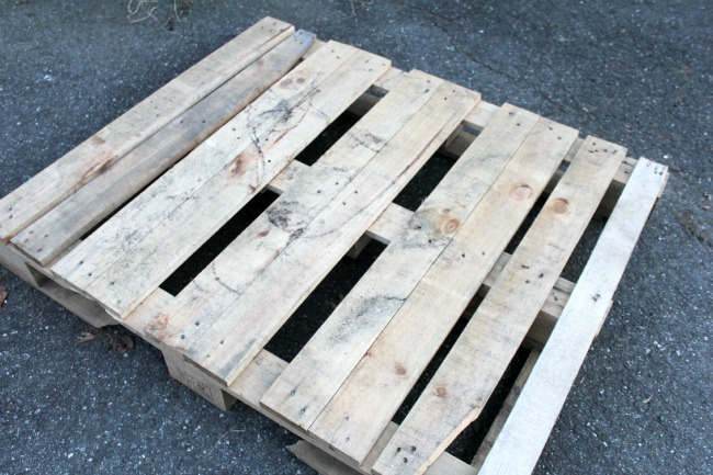 How to make a pallet snowman home for christmas crafts for How to make a wood pallet snowman