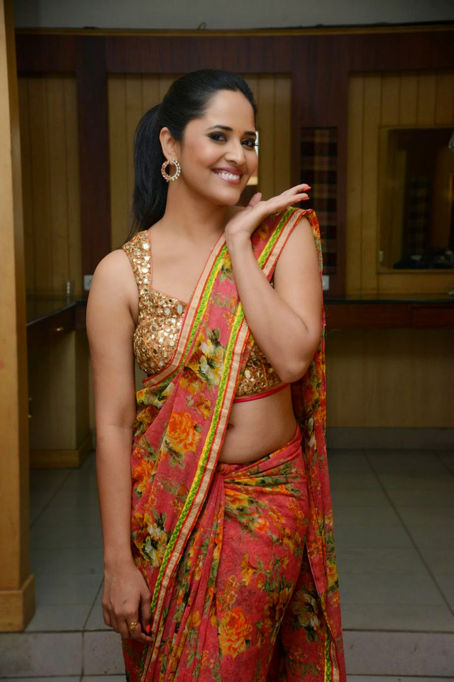anasuya sizzling saree stills-HQ-Photo-8
