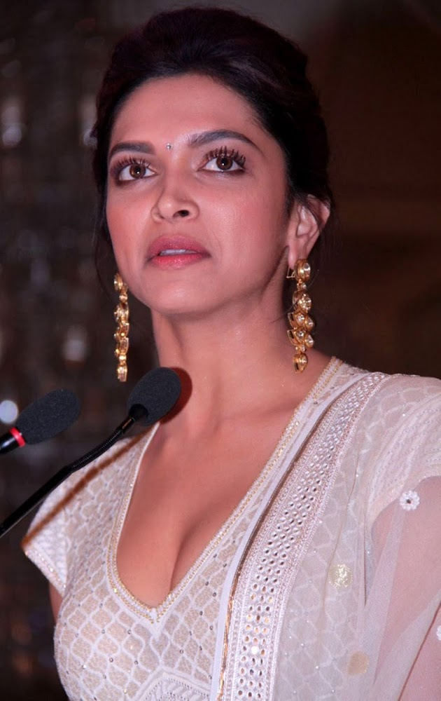 Deepika Padukone Latest Unseen HD Images In White Dress Showing Her Hot Cleavage When Speaking In Mic