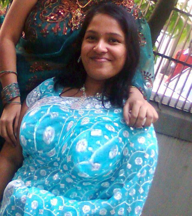 tamil desi mallu aunties photos in tight salwar and showing cleavage
