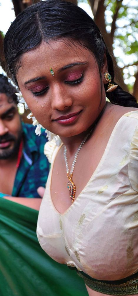 Actress Kamapisachi Actors
