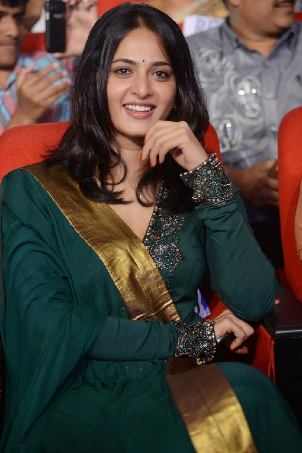 south actress anushka shetty cute stills