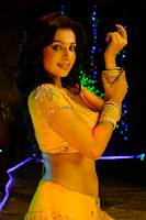 Asha Saini Cleavage and Navel