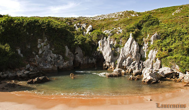 Foto-Pantai-Playa-de-Gulpiyuri_7