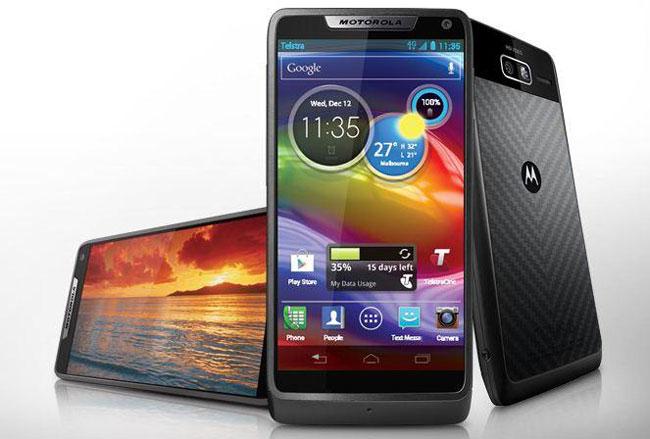 Spesifikasi dan Harga Motorola RAZR i XT890 Lengkap