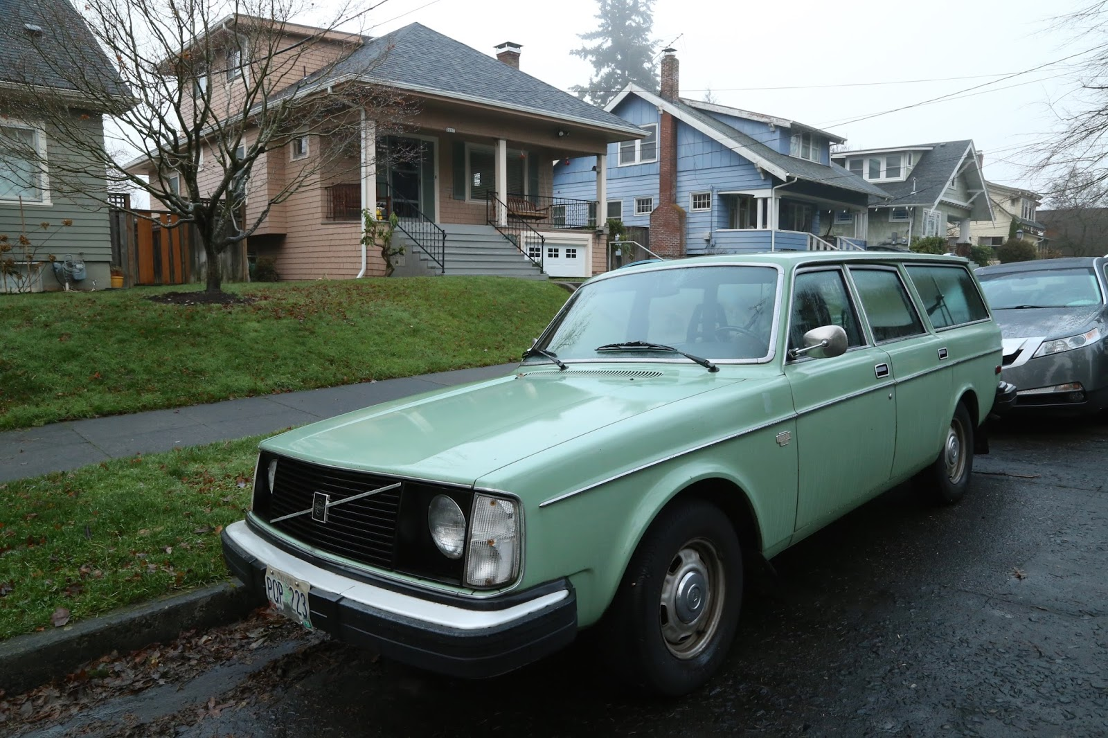 OLD PARKED CARS.: 1979 Volvo 245 DL wagon.
