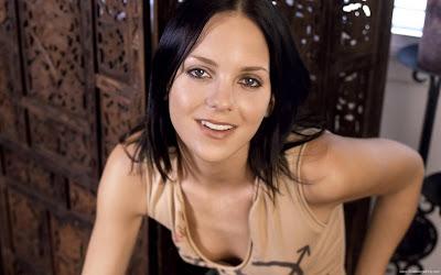 Anna Faris Actress Wowing Wallpaper