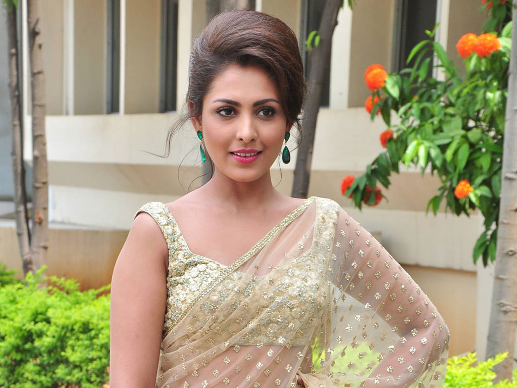 Madhu Shalini Nude Photos Pretty madhu shalini beautiful wallpaper
