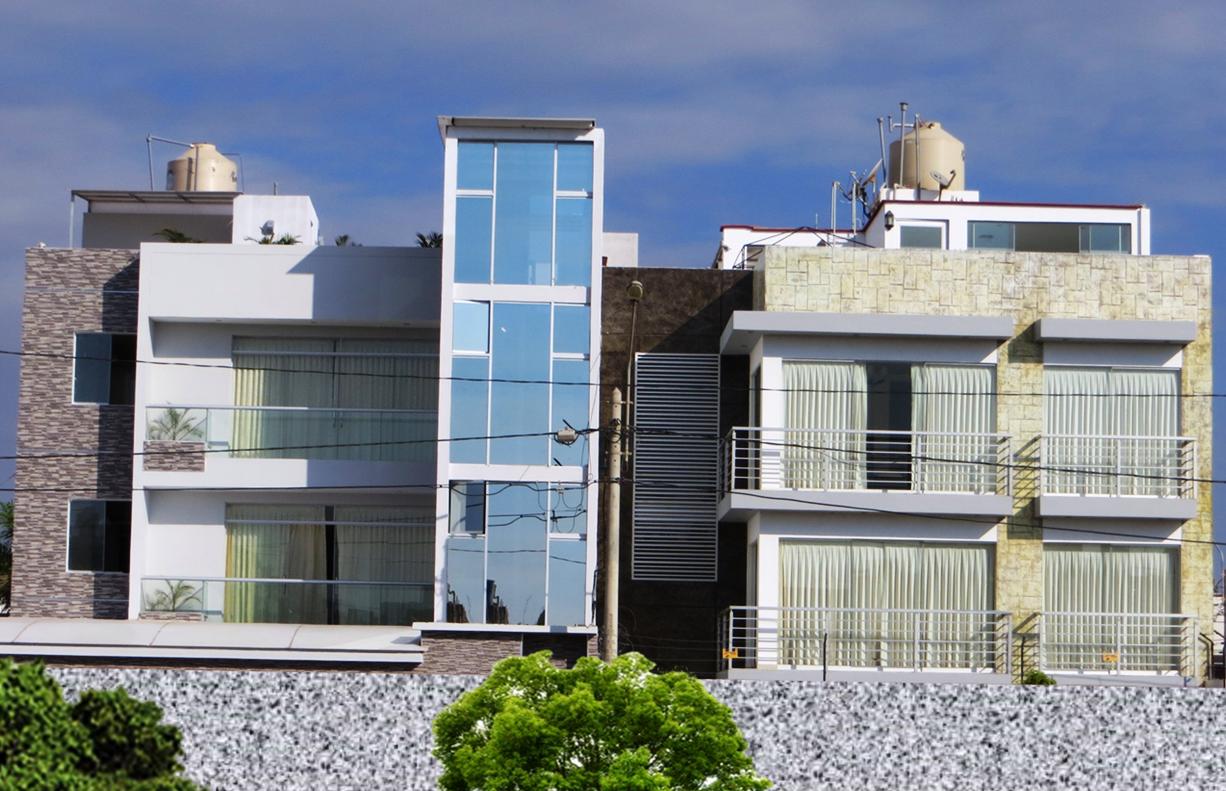 Fachadas y casas extraordinaria fachada de una casa for Fachadas de casas de tres pisos