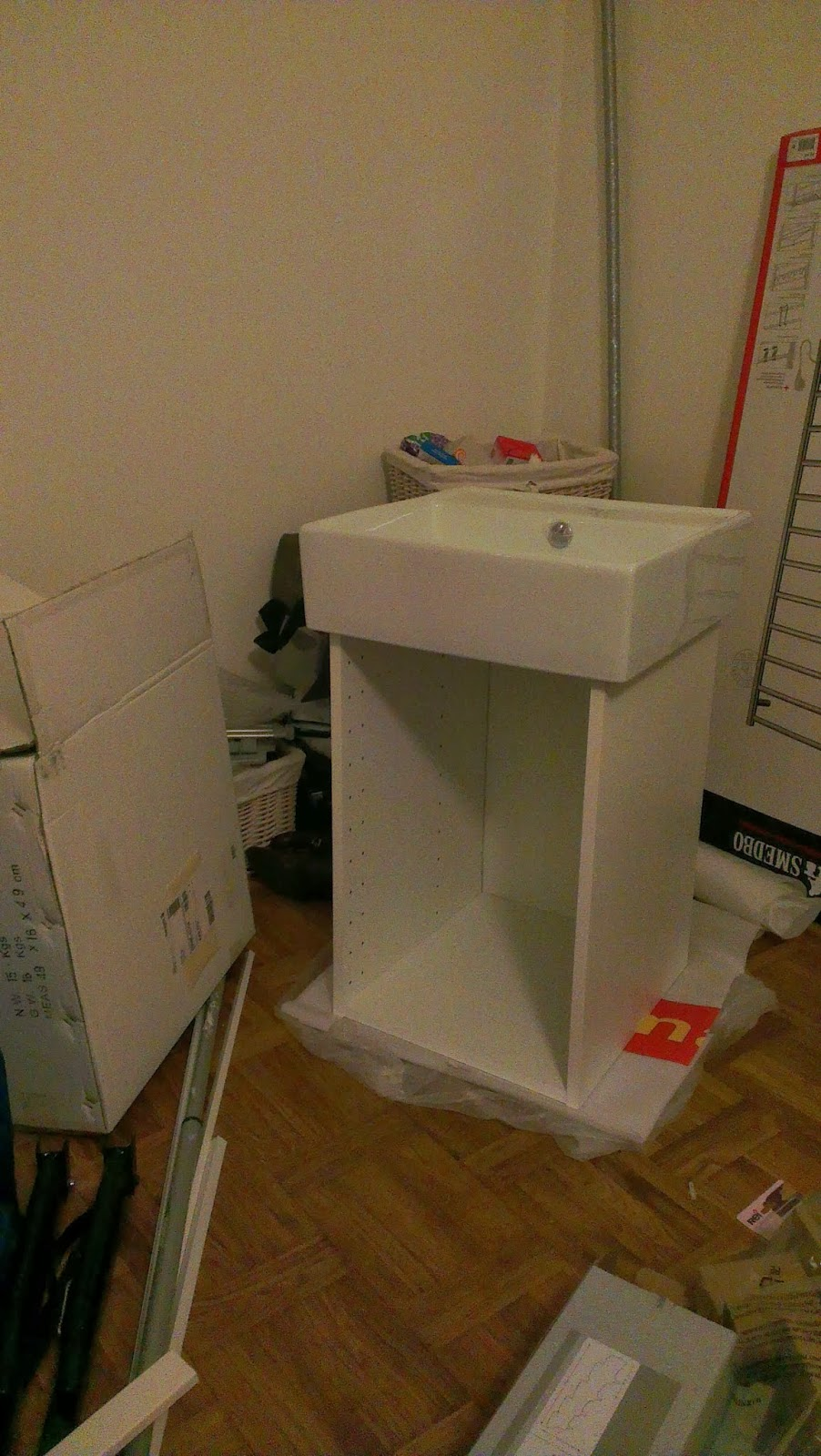 Släng dig i väggen, ernst!: bygga kommod med lådor till badrummet ...