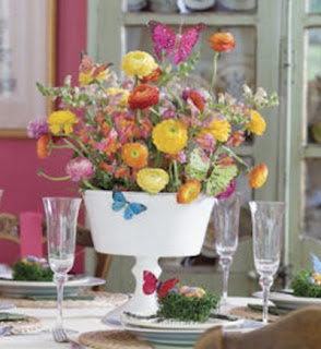 Original centerpieces and color in dining room decorating