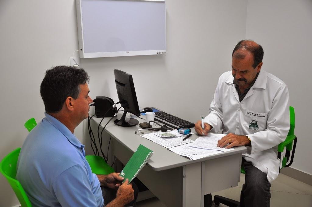 Foto Dois anos ambulatório (1) José Roberto Bittencourt em atendimento na Unidade Ambulatorial do HCTCO