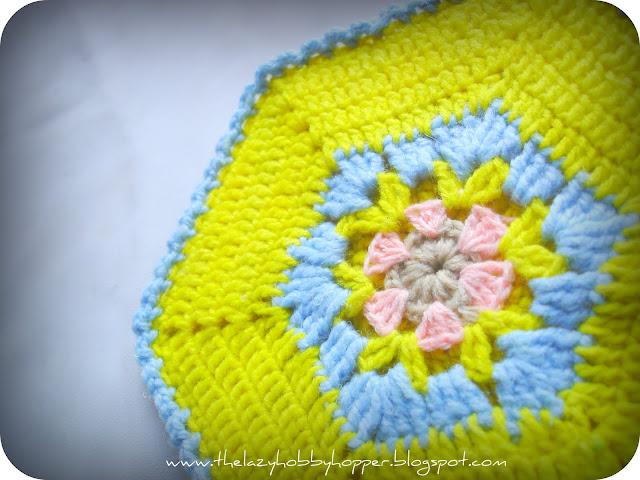 очень красивые мотивы с цветами для прихваток крючком.<br />