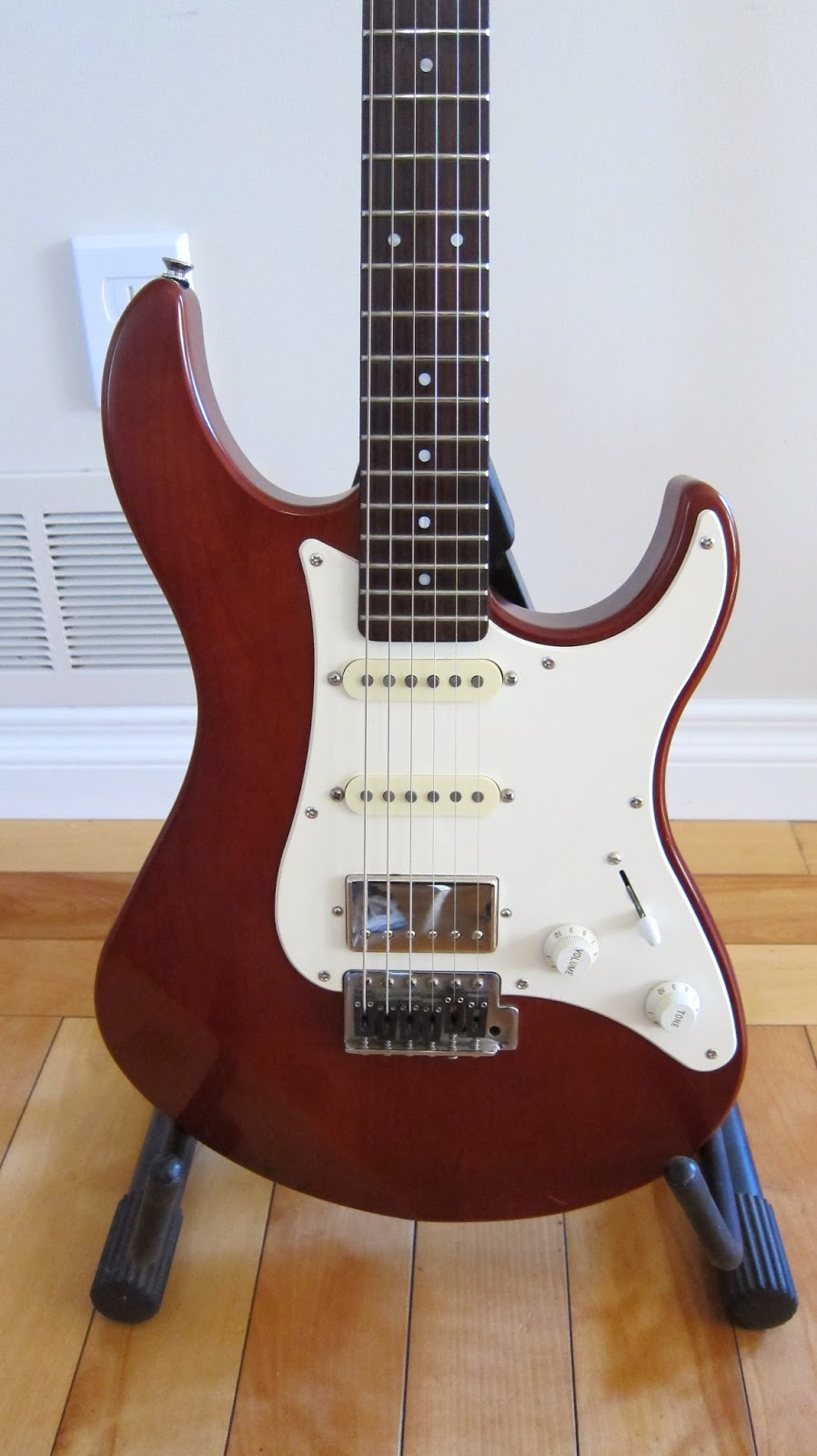 Pacifica 112 Vs Squier Standard Stratocaster Guitarcher Fender Not That Theyre Different Colors I Mean They Are But The Point Has A Gloss Finish While Yamaha Is Satin