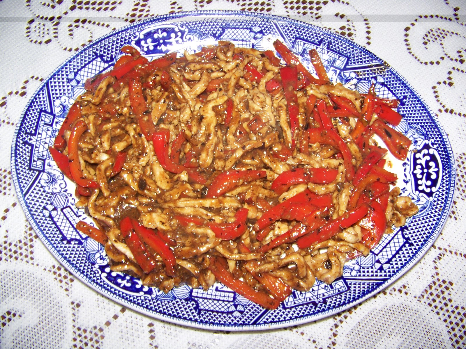 Grilling and gourmet cooking pork with sweet red peppers for 8 types of chinese cuisine