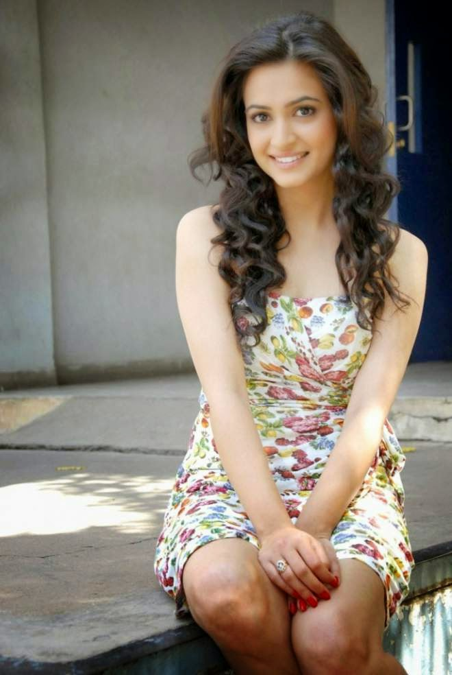Kriti Kharbanda Latest Hot Thighs Show Photo