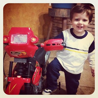 Miguel e sua primeiram moto