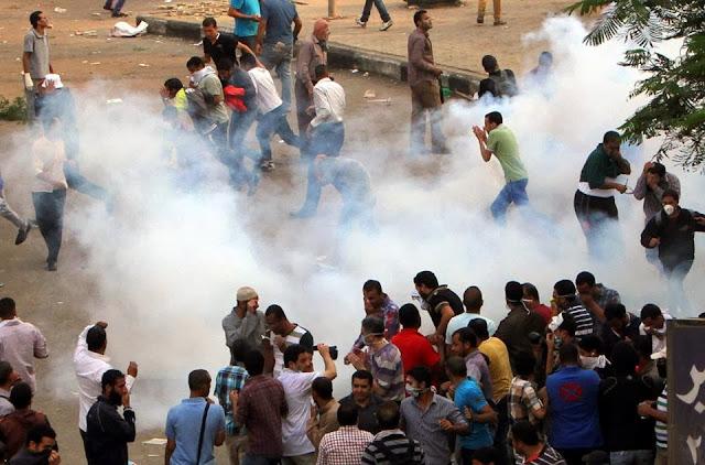 صور تُنشر لأول مرة لأحداث ميدان الجيزة ونفق الهرم أثناء مذبحة الفض 1480596_10202504000741725_375152024_n