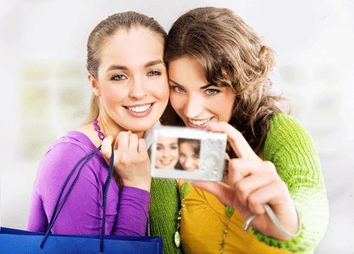 amigas haciendose un selfie