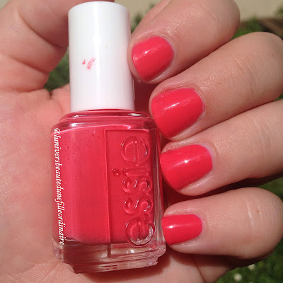Swatch Cute as a button d'Essie