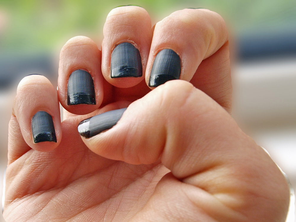 GemSeren UK Beauty Blog: NOTD: Matte Black Nails