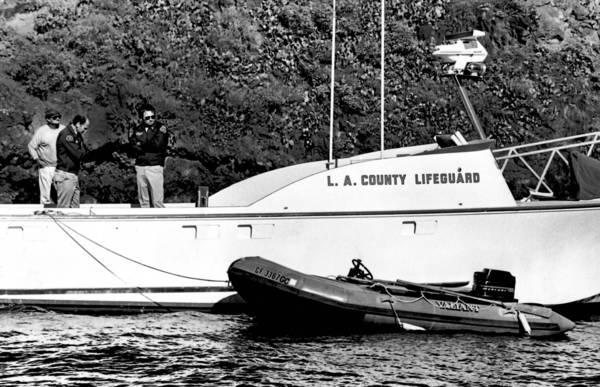 Lancha Valiant conducida por autoridades del puerto