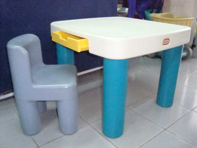 kedai bundle toys thetottoys little tikes classic table and chairs set. Black Bedroom Furniture Sets. Home Design Ideas