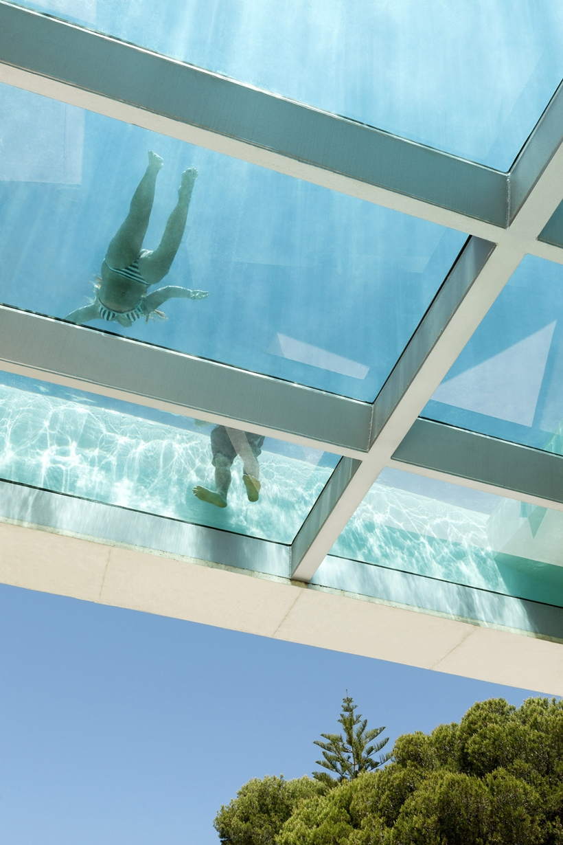 Transparent bottom in the House with swimming pool by Wiel Arets Architects (WAA)