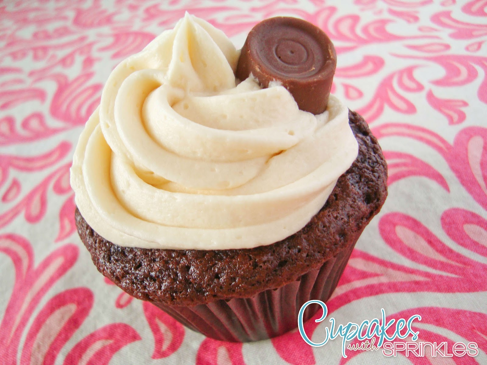 Cupcakes with Sprinkles: Rolo Cupcakes