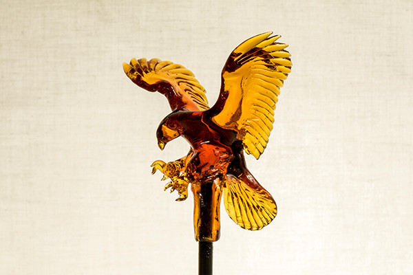 03-Eagle-Ame-shin-Amezaiku-Japanese-Art-of-Candy-Animal-Sculptures-www-designstack-co