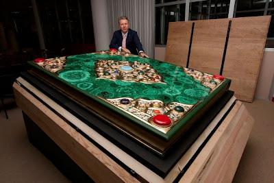 World's Largest Quran Worth 1.3 Million Exhibited in Tatarstan 1 أكبر نسخة من ''القرآن الكريم'' بجمهورية تاترستان وصلة تكلفتها 1.3 مليون دولار