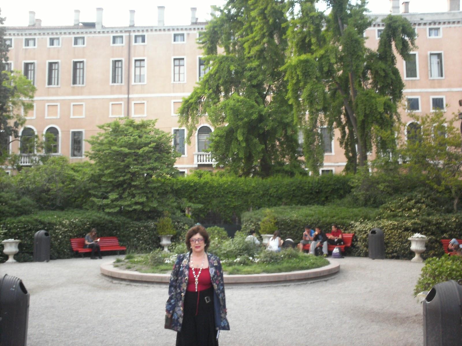 Nuestra venecia en primavera de rboles y letras for Jardines venecia